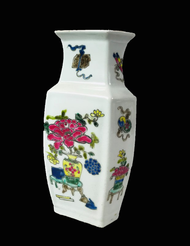 Chinese Porcelain hexagonal Vase.  - Auction FROM VENICE TO ORIENT PART II. ANTIQUE ART WORKS. - Bado e Mart Auctions